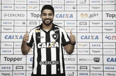 Preparador físico do Botafogo prega cautela quanto à estreia de Aguirre