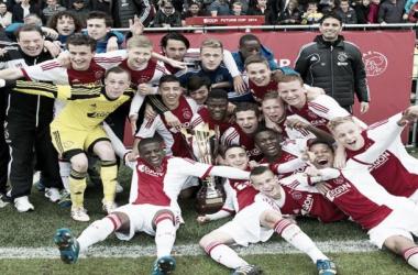 Ajax venceu por 2 a 1 e garantiu o terceiro título em cinco anos (Foto: Divulgação/Ajax)