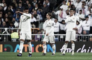 Los futbolistas blancos con caras largas tras la caída en Champions I Foto: UEFA