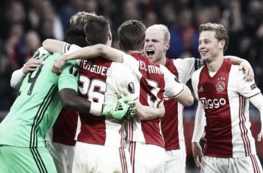 La plantilla del Ajax promedia los 25 años de edad. (Foto: Mirror)