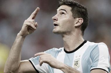 """<p class=""""MsoNormal""""><span lang=""""ES-AR"""">Lucas Alario festejando su primer gol en la selección&nbsp;<o:p></o:p></span></p>"""