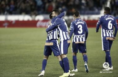 Los jugadores del Deportivo Alavés celebran la victoria frente al Villarreal (FOTO: LaLiga)
