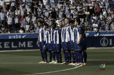 Alineación titular del Alavés frente al Barcelona. / Foto: La Liga
