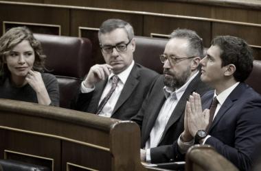 Albert Rivera junto a diputados de Ciudadanos en el Congreso de los Diputados. / Dani Pozo.