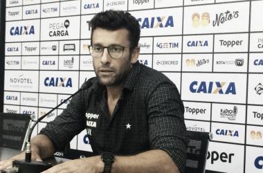 Alberto Valentim ressalta boa marcação do Botafogo na vitória sobre Grêmio