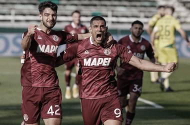 José Sand y José López, dupla ofensiva, festejando un gol./ Foto: GETTY