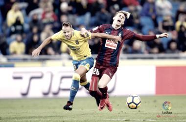 Alejo y Castellano pugnando por un balón. Foto: LFP
