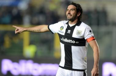 Lucarelli seguirá un año más en el Parma