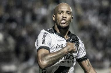 """Alexandro ironiza gol de mão diante do Coritiba: """"Manda eles reclamarem na Federação"""""""