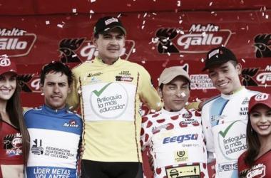 Álex Cano recibió el maillot de líder en la Vuelta a Guatemala. Foto: Orgullo Antioqueño.