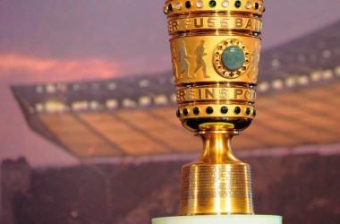 Il trofeo del DFB-Pokal, la Coppa di Lega tedesca. Google.