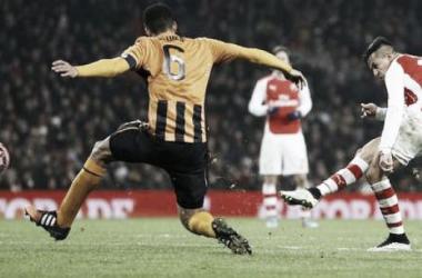 Arsenal, sin despeinarse pasa de ronda