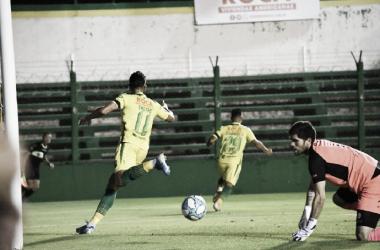 Alexis Castro festeja su gol. Foto: Club Defensa y Justicia.