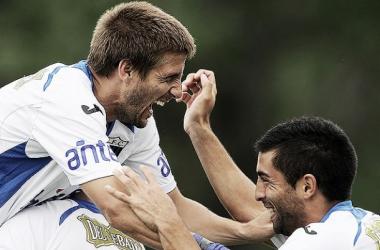 Emiliano Alfaro festejando su gol frente a Huracan. (Foto: Tenfield)