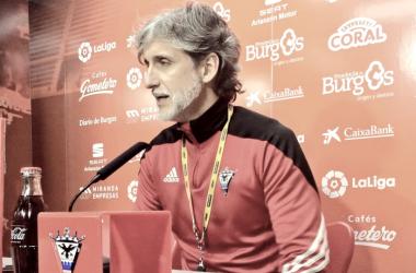 Pablo Alfaro, en rueda de prensa. Foto: CD Mirandés