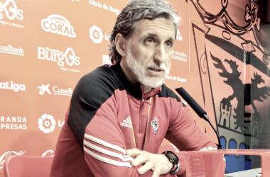 Pablo Alfaro en rueda de prensa / Foto: CD Mirandés