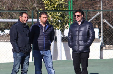 El ya exjefe de prensa del Granada CF, Javier Rufete, junto a Juan Carlos Cordero y Quique Pina. Foto: Antonio L. Juárez.