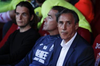 Miguel Ángel Portugal durante su debut como entrenador del Granada CF. Foto: Antonio L Juárez