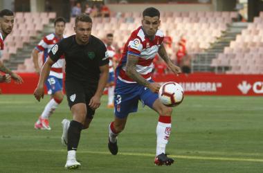 Álex Martínez vuelve a ser inamovible en el lateral izquierdo del Granada CF | Foto: Antonio L. Juárez