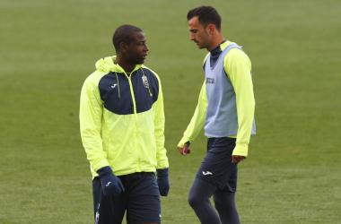 Adrián Ramos y Saunier durante el entrenamiento de esta mañana en la ciudad deportiva. Foto: Antonio L Juárez