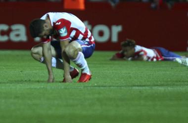 Jugadores del Granada abatidos, el resumen perfecto al tramo final de campaña. | Foto: Antonio L. Juárez
