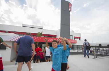 Niños granadinistas en un entrenamiento de puertas abiertas anterior | Foto: Antonio L. Juárez