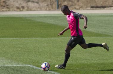 Adrián Ramos en un entrenamiento anterior con el Granada | Foto: Antonio L. Juárez