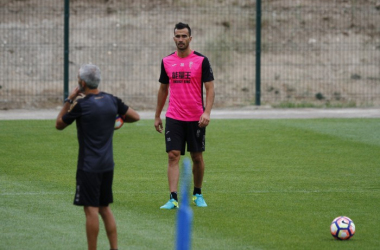 Saunier no ha superado aún su lesión y se pierde el partido del Bernabéu. Foto: Antonio L. Juárez