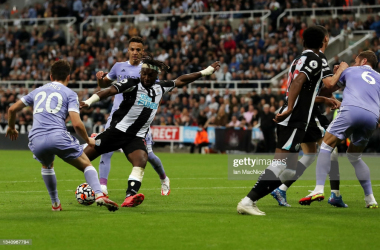 <div>NEWCASTLE UPON TYNE, ENGLAND - SEPTEMBER 17: Allan Saint-Maximin of Newcastle United scores their team's first goal during the Premier League match between Newcastle United and Leeds United at St. James Park on September 17, 2021 in Newcastle upon Tyne, England. (Photo by Ian MacNicol/Getty Images)</div>