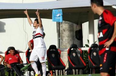 Na degola, precisando vencer, São Paulo pega Vitória e reencontra Ney Franco