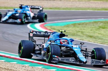 Fernando Alonso y Estaban Ocon en el Gram Premio de Imola. Vía: Formula 1 Official Home