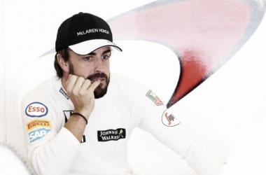 """Fernando Alonso: """"Es triste estar contento por entrar a la Q2, pero era importante para el equipo"""""""