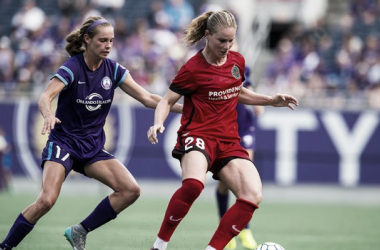 Amandine Henry (right) will return to the Portland Thorns for the whole season instead of joining later in. (Source: NWSLSoccer.com)