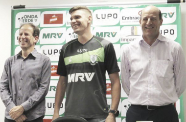 América-MG anuncia renovação de goleiro João Ricardo até 2018