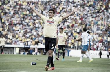 Raúl Jiménez se estrenó como goleador americanista ante Puebla , equipo al que le marcó 4 goles en total (Foto: La Afición)