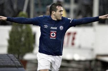 Amione celebrando su gol en la victoria de la Máquina sobre el Rebaño