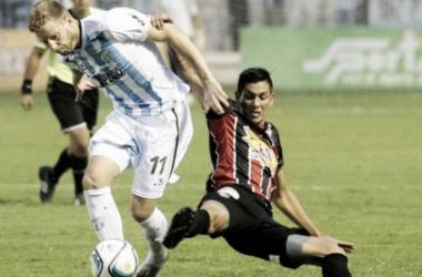 Atlético Tucumán 2- Chacarita 1: afuera le va mal