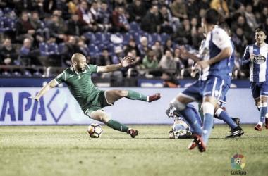 Amrabat disputando un balón | Foto: La Liga