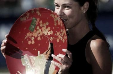 Ana Ivanovic bate Caroline Wozniacki e é campeã em Tóquio