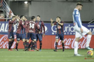 Los jugadores de la SD Eibar celebran un gol frente al RCD Espanyol la temporada pasada en Ipurúa (FOTO:// LaLiga)