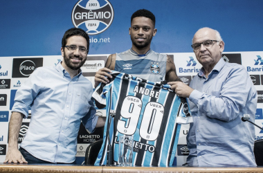 Após longa negociação, centroavante André finalmente é apresentado pelo Grêmio