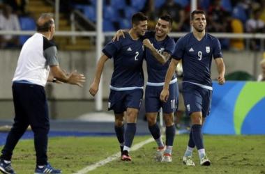 Correa clama la atención de Simeone desde Río