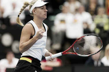 Fed Cup: Angelique Kerber gives Germany the lead with a straight sets win over Romania's Simona Halep