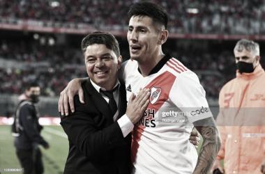 """INDISCUTIDO. Angileri(derecha) es clave para Gallardo(izquierda) y compañía, el lateral izquierdo se ganó el cariño del mundo """"Millonario"""". Foto: Getty images"""