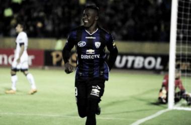 Destaque da última edição da Libertadores, José Angulo é flagrado em exame antidoping