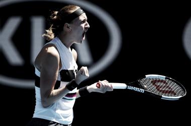Tcheca não deu a menor chance para a jovem de 17 anos, venceu de forma sólida e soma sua nona vitória seguida (Foto: Divulgação/WTA)