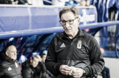 Juan Antonio Anquela dirigiendo al Real Oviedo // La Liga