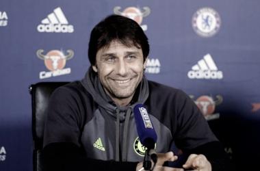 Antonio Conte en rueda de prensa. Fuente: Chelsea.com