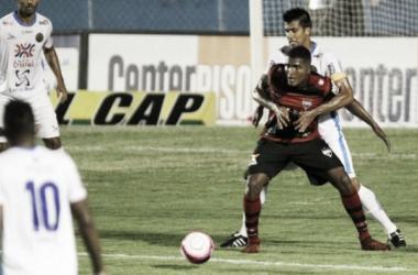 Tomas Bastos perde pênalti no fim e Atlético-GO fica no empate sem gols com a Aparecidense