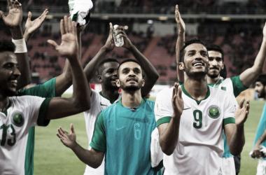 El plantel árabe festejando su lugar en Rusia. Foto: FIFA